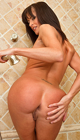 Brunette cecilia vega calls the ass destroyer for an anal